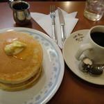 23764618 - コーヒーとホットケーキ
