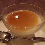月苑飯店 - 杏仁豆腐の黒糖ソース。