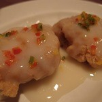 月苑飯店 - 白身魚のフライクリームソースかけ。