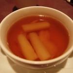 月苑飯店 - 鶏肉とホワイトアスパラガスの澄ましスープ。
