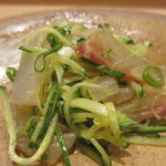 吉方聖居 - 鯛とイトヨリのポン酢和え、エシャロット、大葉、胡瓜