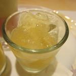 吉方聖居 - 梨のコンポート、白ワインのジュレ