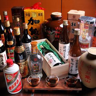 ワインと中国酒を酒類豊富に揃えております。