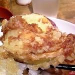 あぶら屋商店 - 野菜天丼の、玉ねぎの天ぷら。