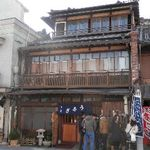 小川菊 - 歴史ある3階建の木造建物