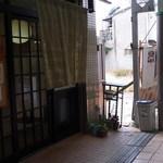 23775909 - 芥川商店街の一画にある合鴨専門店♪