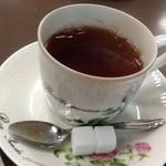 センリ軒 - 紅茶 久しぶりに角砂糖を見た気がします(笑)