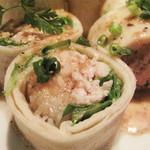 BARON 天神店 - 中にはあっさりの鶏肉と野菜がぎっしり巻かれていて、                             ゴマ油が効いた中華ドレッシングソースがかかってます。
