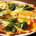 プロント - プロント・ラブ・グリーン  2種類のデンマーク産チーズを使用した、とろ〜りとろける絶品ピザ!一口食べるとやみつきになるコクと旨み♪   チーズた〜っぷりマルゲリータ690円