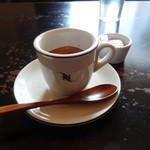 Quatre Cafe - エスプレッソはネスプレッソ