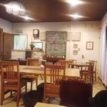 野路 - 病院をそのまま利用したカフェ店内です。