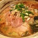 つる亀家 - 料理写真:豚骨醤油ラーメン(チャーシュー・ネギ・もやし・わかめ入)650円