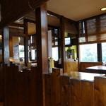 麺家 Dragon kitchen - 居酒屋っぽいテーブル席
