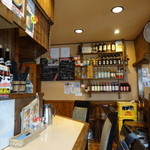 麺家 Dragon kitchen - 雰囲気は居酒屋のカウンター