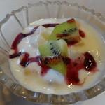 麺家 Dragon kitchen - 日替わりランチのフルーツヨーグルト
