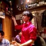 バル デ エスパーニャ リサリサ - シェリー酒はベネンシアで入れます