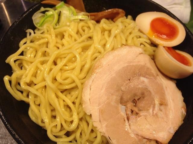 跳馬らーめん - つけ麺の麺。太麺。