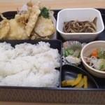 丸正寿司 - 味噌汁付きで600円の天ぷら定食
