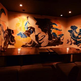 【半個室有】各種宴会に最大35名様!!壁画が印象的な半個室♪