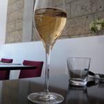HACHINOJO food・wine - 最初はスパークリングワイン(グラス840円)