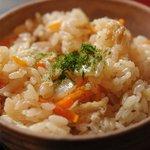 蕎麦 山猫 - ぶっかけのセットの炊き込みご飯