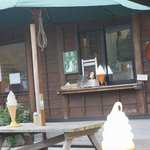 蕎麦 山猫 - ソフトクリームは店外でも購入可能