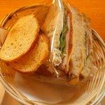 フーケ - モーニングのサンドイッチとサービスのラスク(2014.1)