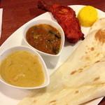 アロック インディアンレストラン - アロックスペシャルランチセット(1,200円)カレーは、海老カレーと本日の特製カレーはオクラカレー。2014年1月