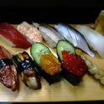 立ち喰い寿司 弁慶 - この日のお薦め含めお好みで10点。