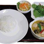 オベリベリ - ランチメニュー 鶏肉入りグリーンカレー Cセット ¥790