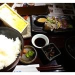 博多 弁天堂 - 海鮮定食(1050円)、、このお値段ですのに「板ウニ」が一枚つきます、フフフ。。       板ウニ、カンパチ・鯛の薄造り、卵焼き、小鉢、お味噌汁、ご飯のセットです。