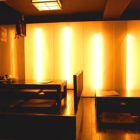 大名やぶれかぶれ - 間接照明が淡い空間を作ります。