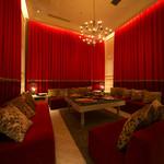 JIS SAPPORO susukino - VIPルームは1ソファーあたり4人以上お掛けになってもゆったりとしている空間です。ワンランク上のお部屋をぜひどうぞ。