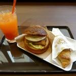 サンマルクカフェ - 目玉焼きチキンカツバーガーチョコクロセット(2014/01/24撮影)