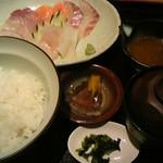 呑み喰い処 かね広 - 海鮮丼 700円