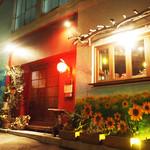 煮込みDining Choi.s - 目印の赤提灯。