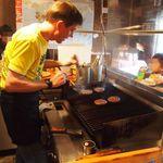 ザ・バーガーピット - パティは注文が入ってから1枚1枚丁寧に焼きます