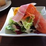 NAOMI - サラダとバゲット