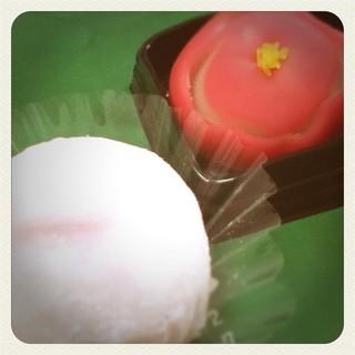 和菓子 榛名屋  - 手前、桃のおまんじゅう 奥、練り切り 程良い甘さで美味でしたっ♪