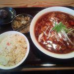 貘 - Bセット(酸辣湯麺と焼飯)¥800