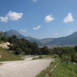 檪の丘 - お店の敷地からの景色、由布岳も見えます