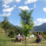 檪の丘 - 席が開くのを待つ女性グループ