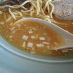 ラーメン横浜家 - ラーメンのスープ