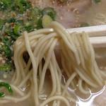 一楽ラーメン - 麺もリクエストしないのに、なんかいい感じのカタ。 替玉は100円です。