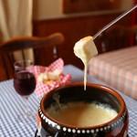 スイス料理 ハウゼ - トロットロのチーズフォンデュは絶品♪