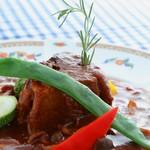 スイス料理 ハウゼ - オッソ・ブッコ 牛肉・野菜・木ノ子類を一緒にトマトと赤ワインでじっくり煮込みました。