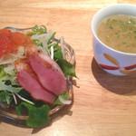 23829881 - ランチ時のサラダとスープ。