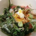 北瑞苑 - 海鮮丼の中には温泉卵が隠れてます。