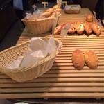 ケルン - でも人気のパンはないですねさすがに…。