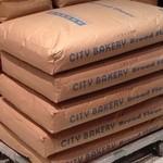 ザ シティ ベーカリー ブラッスリー ルービン - 2013年12月シティベーカリーの小麦粉の袋が、積み上げてありました!